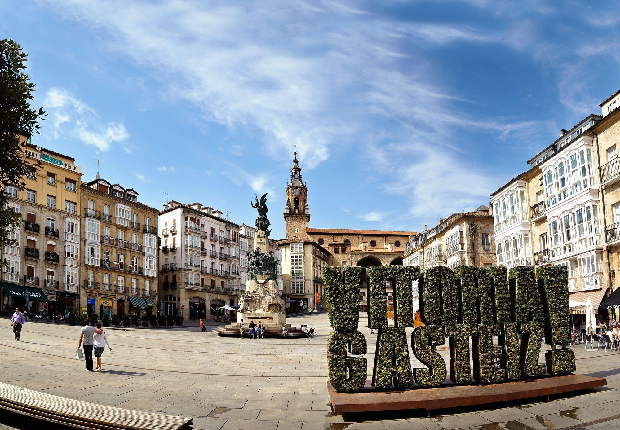 Plaza-VIRGEN-BLANCA_vitoria-destino-turistico